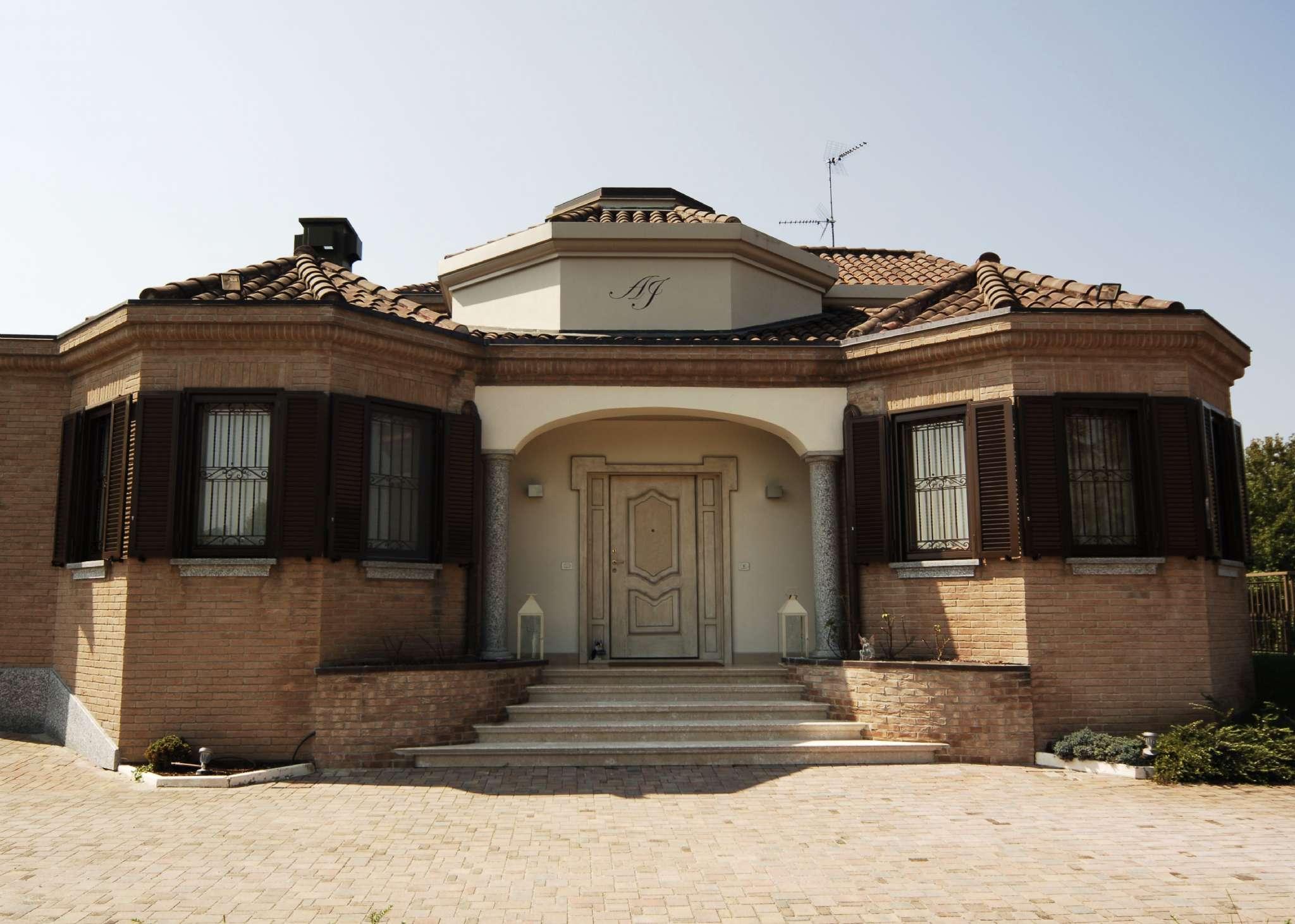 Villa in vendita a Cornaredo, 15 locali, Trattative riservate | CambioCasa.it