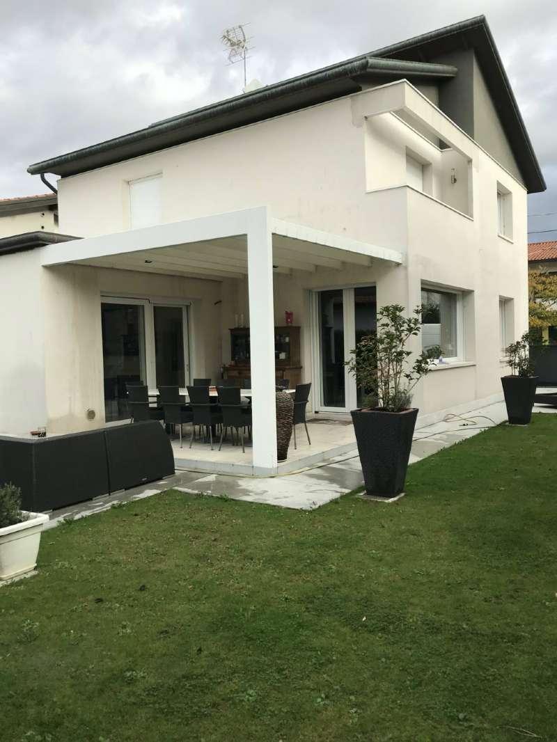 Villa in vendita a Mira, 8 locali, prezzo € 460.000 | CambioCasa.it