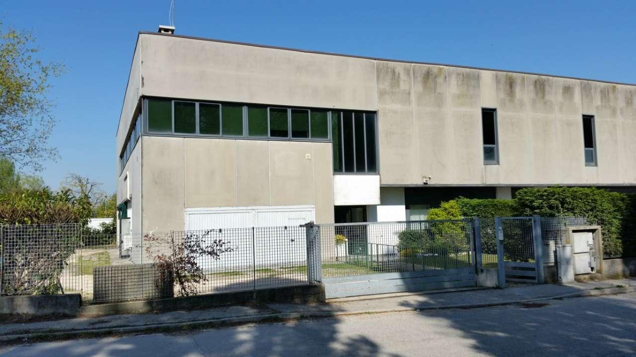 Capannone in vendita a Mira, 15 locali, prezzo € 320.000 | CambioCasa.it