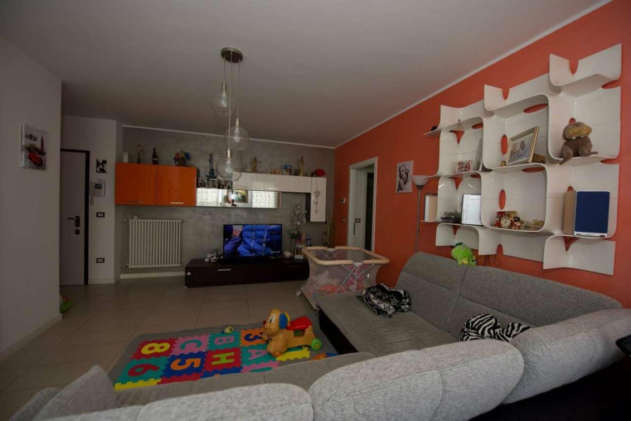 Appartamento in buone condizioni parzialmente arredato in vendita Rif. 8704860