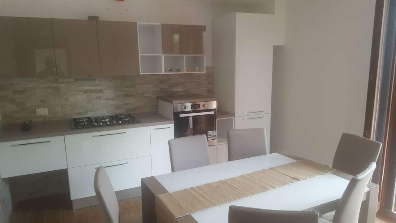 Appartamento in buone condizioni parzialmente arredato in vendita Rif. 8735562