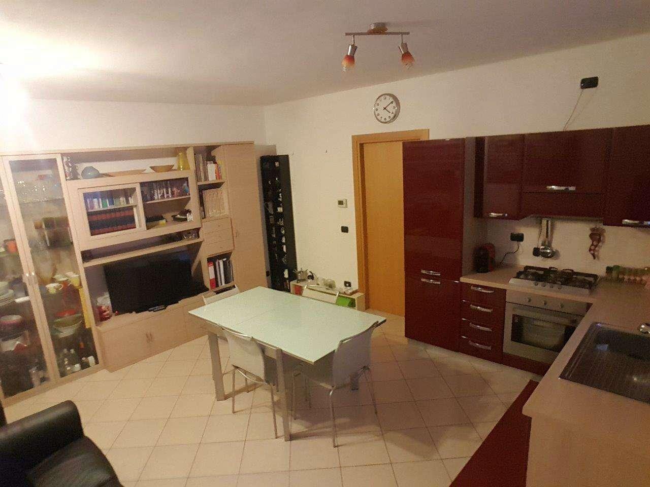 Appartamento in buone condizioni arredato in vendita Rif. 8863137