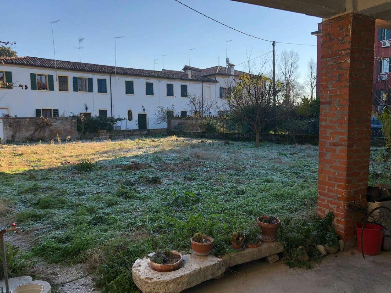 Soluzione Indipendente in vendita a Mira, 8 locali, prezzo € 189.000 | CambioCasa.it