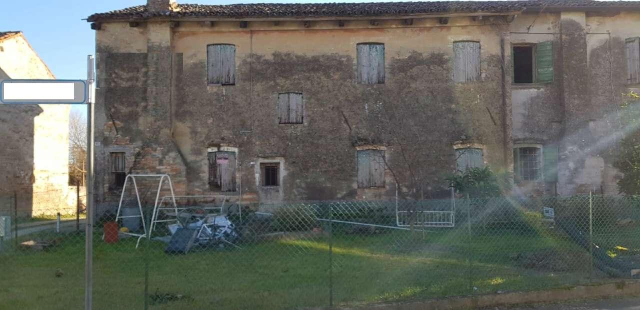 Rustico / Casale in vendita a Mira, 7 locali, prezzo € 75.000 | CambioCasa.it