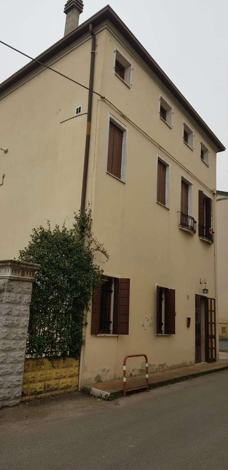 Soluzione Indipendente in vendita a Mira, 7 locali, prezzo € 250.000   CambioCasa.it