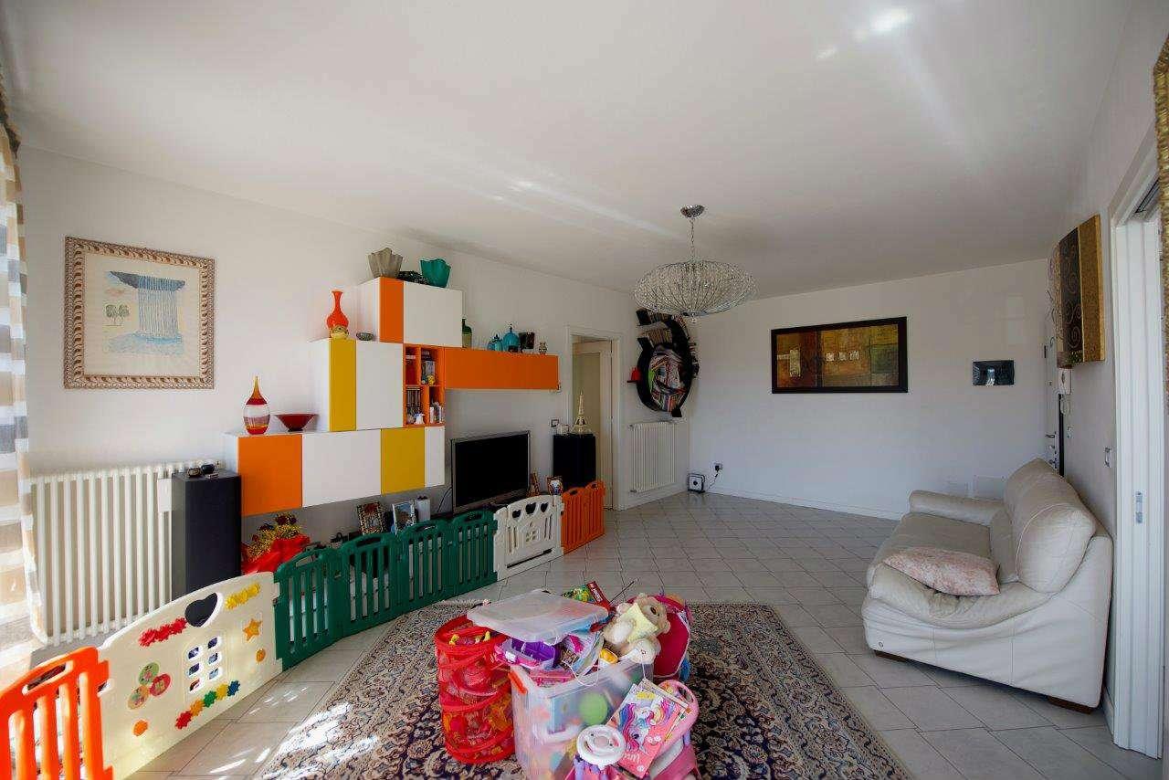 Appartamento in vendita a Mira, 4 locali, prezzo € 164.000   CambioCasa.it