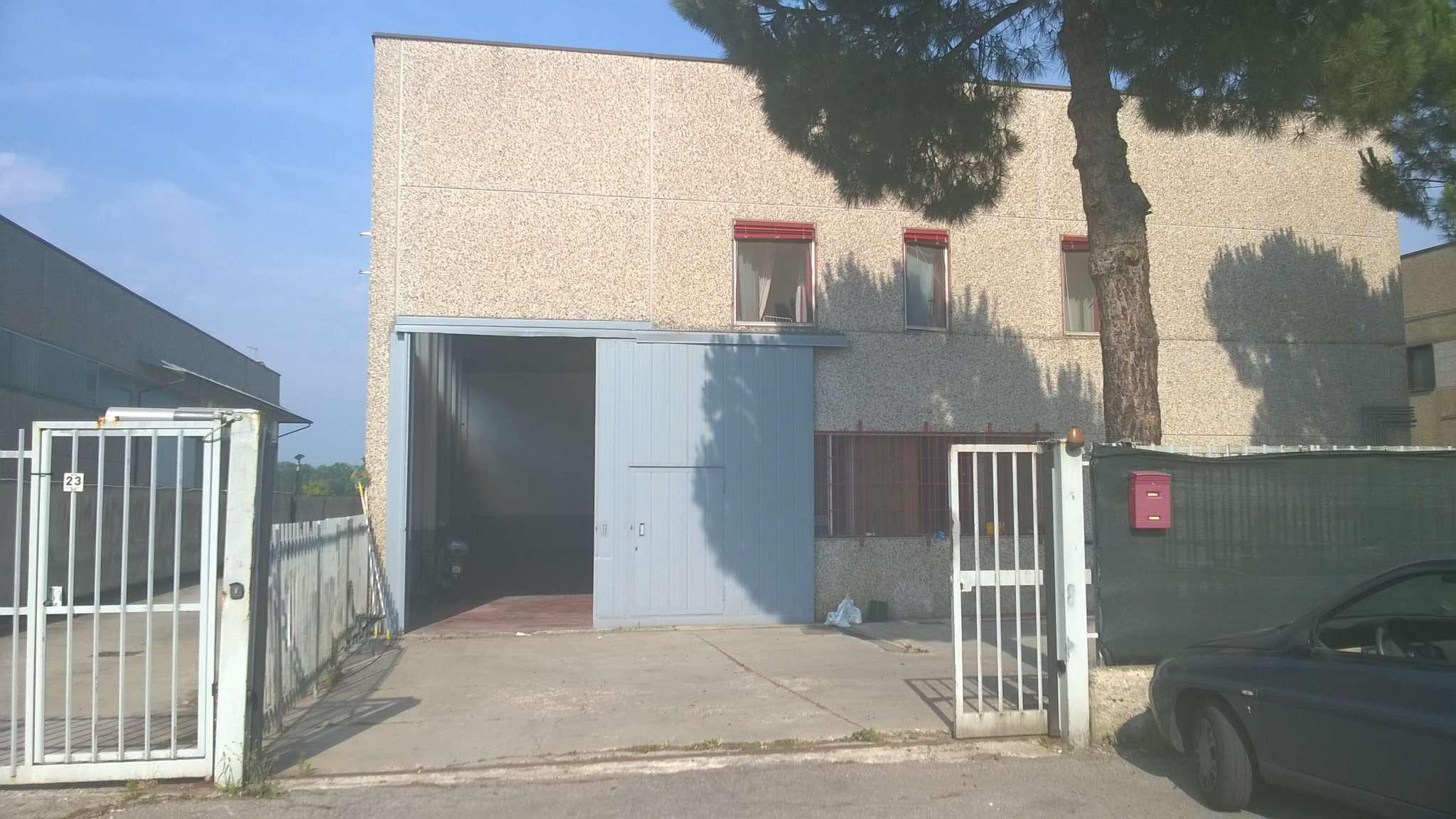 Capannone in affitto a Peschiera Borromeo, 5 locali, prezzo € 1.000 | CambioCasa.it