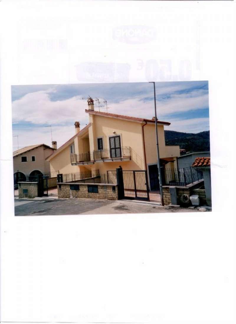 Villa in vendita a Sacrofano, 5 locali, prezzo € 220.000 | CambioCasa.it