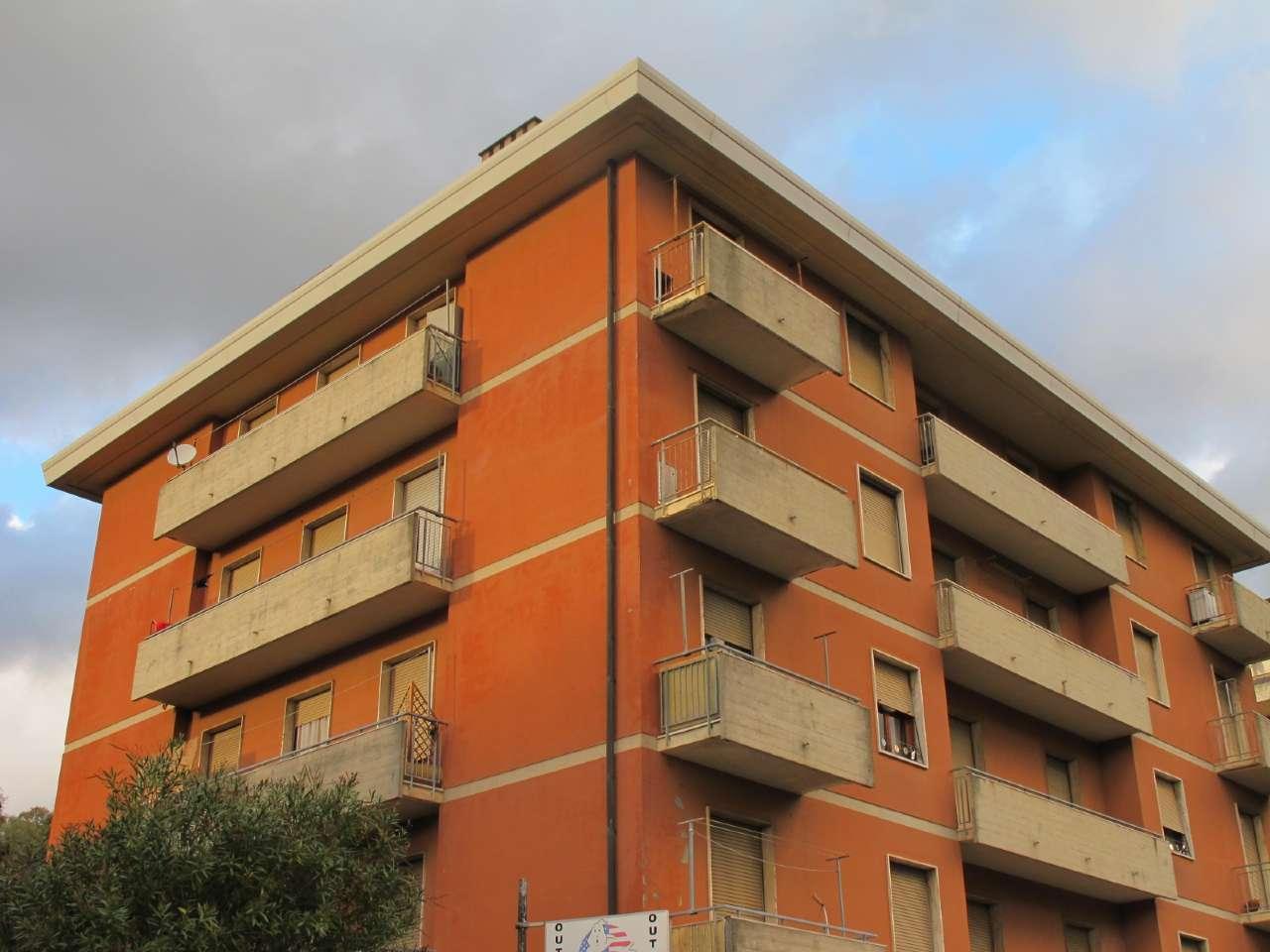 Appartamento in buone condizioni in vendita Rif. 8481590