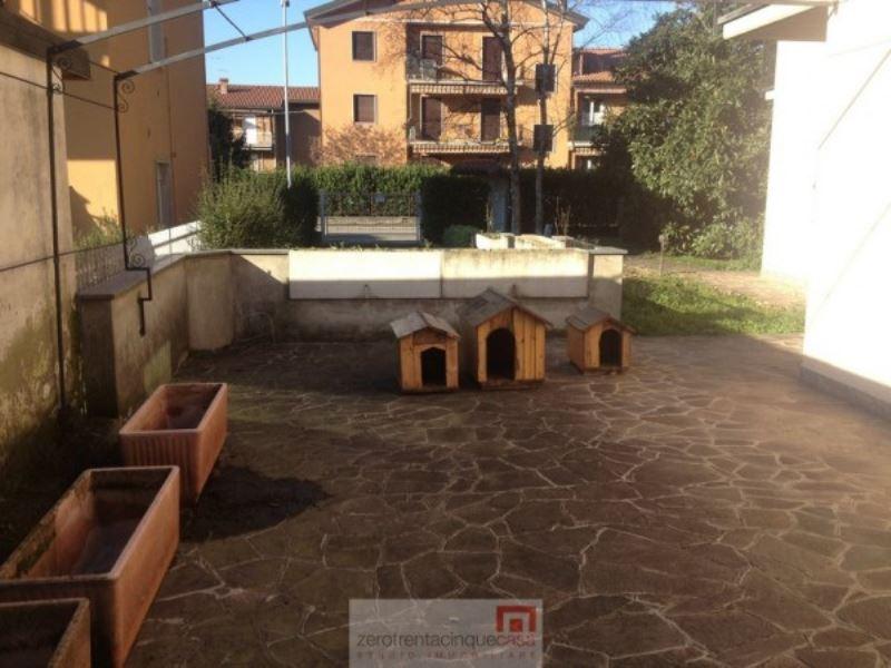 Villa in vendita a Mozzo, 6 locali, prezzo € 700.000 | CambioCasa.it
