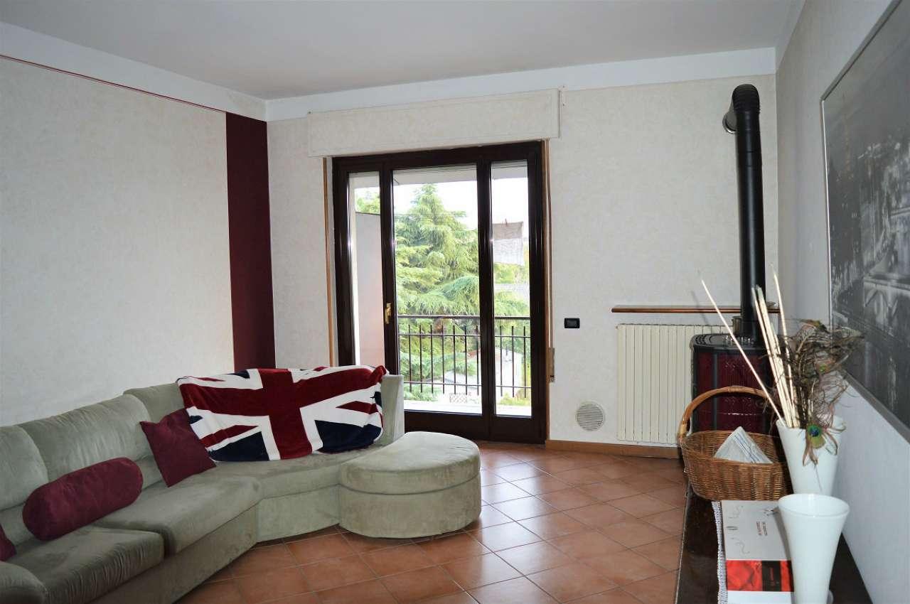 Appartamento in buone condizioni in vendita Rif. 7911128