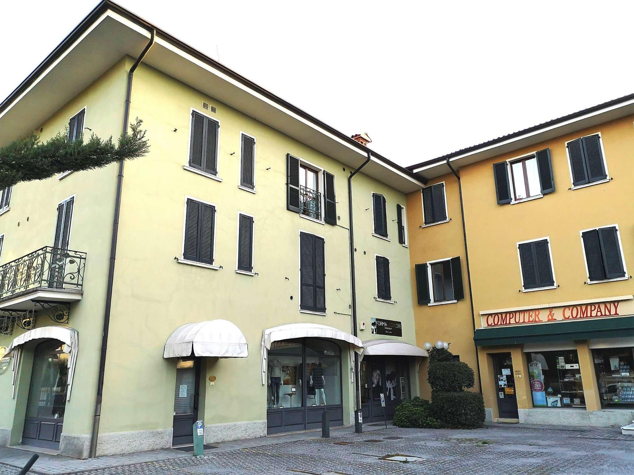 Appartamento in buone condizioni in affitto Rif. 8087146