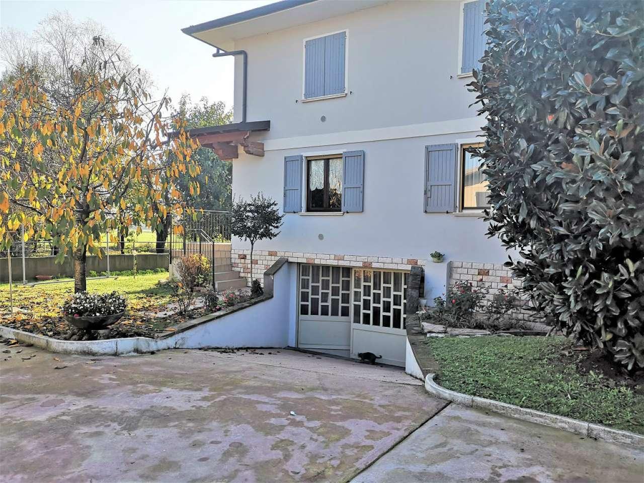 Villa in vendita a Trenzano, 5 locali, prezzo € 349.000   CambioCasa.it
