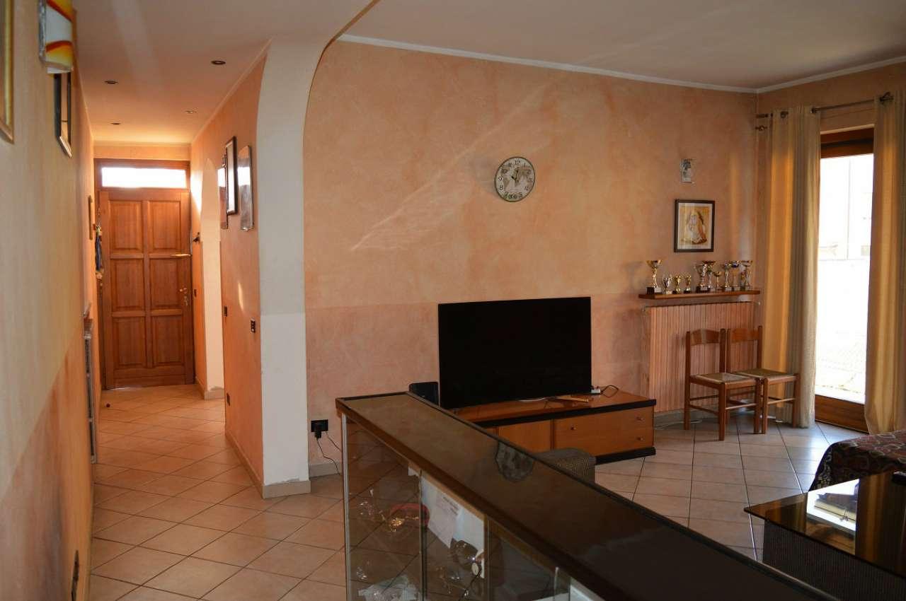 Appartamento in buone condizioni in vendita Rif. 8975808