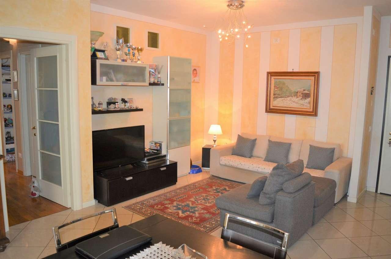 Appartamento in ottime condizioni in vendita Rif. 9126060