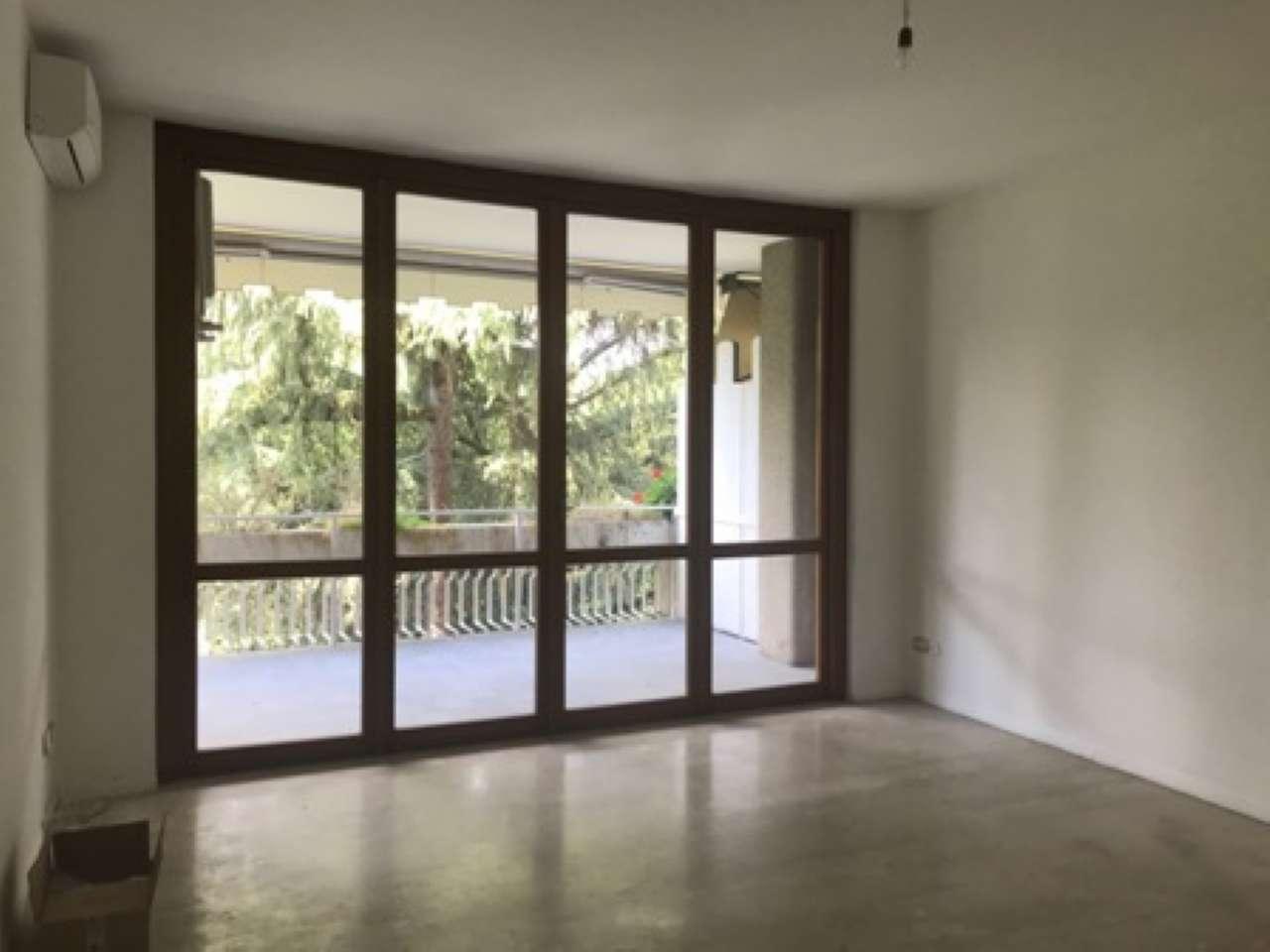Appartamento in buone condizioni parzialmente arredato in affitto Rif. 7140315