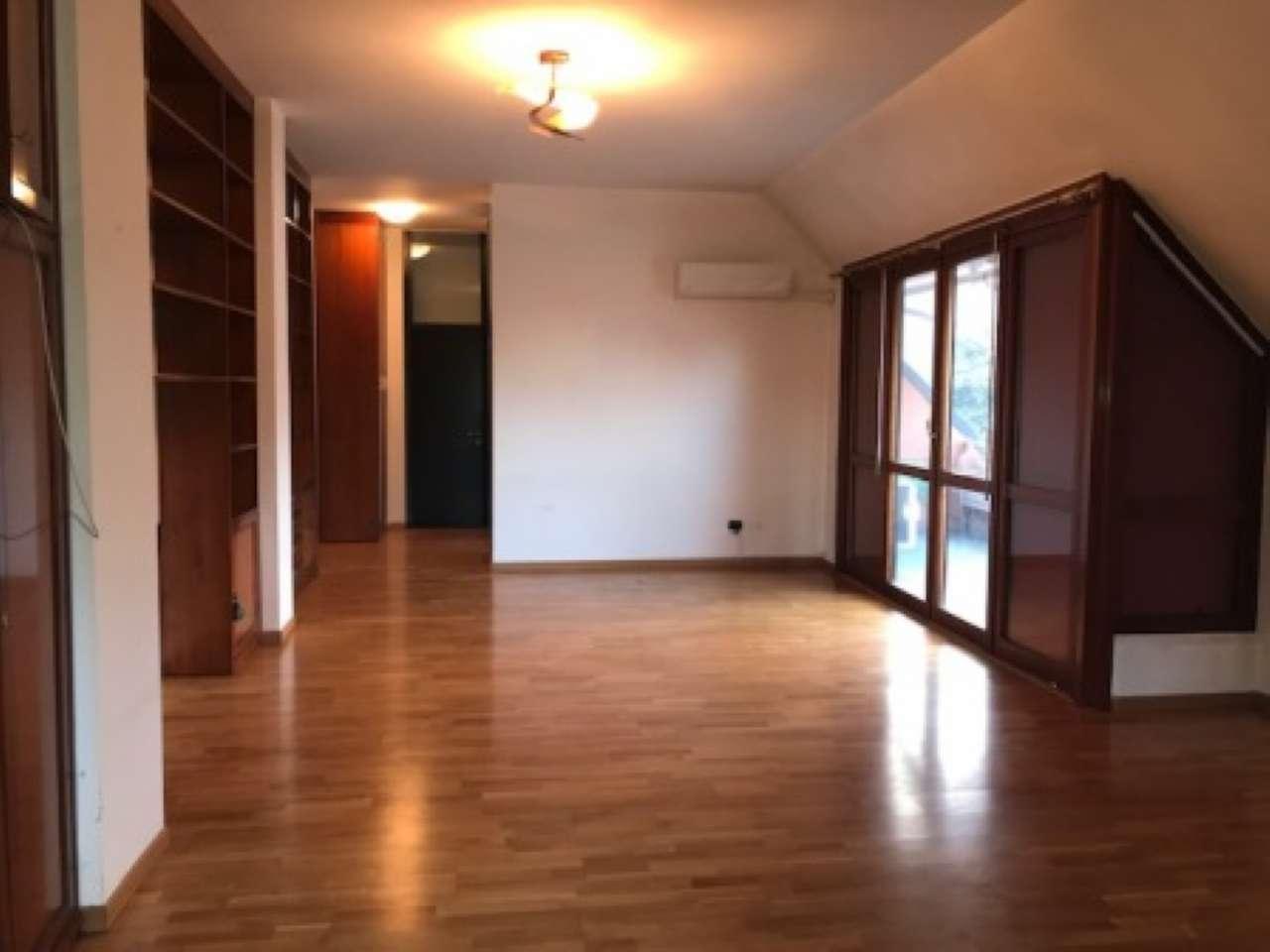 Appartamento in buone condizioni in vendita Rif. 9245712