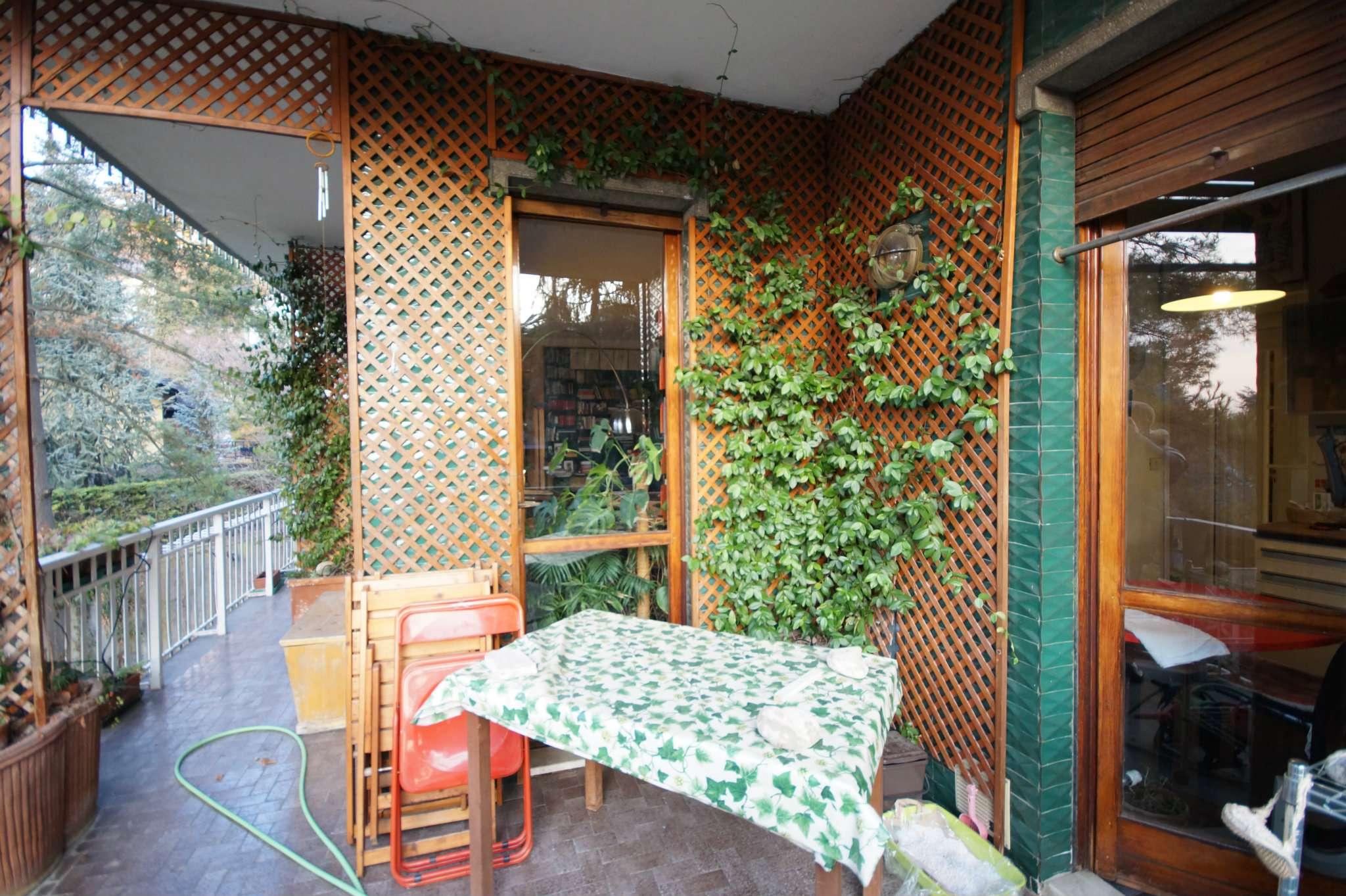 Appartamento in buone condizioni in vendita Rif. 9364446