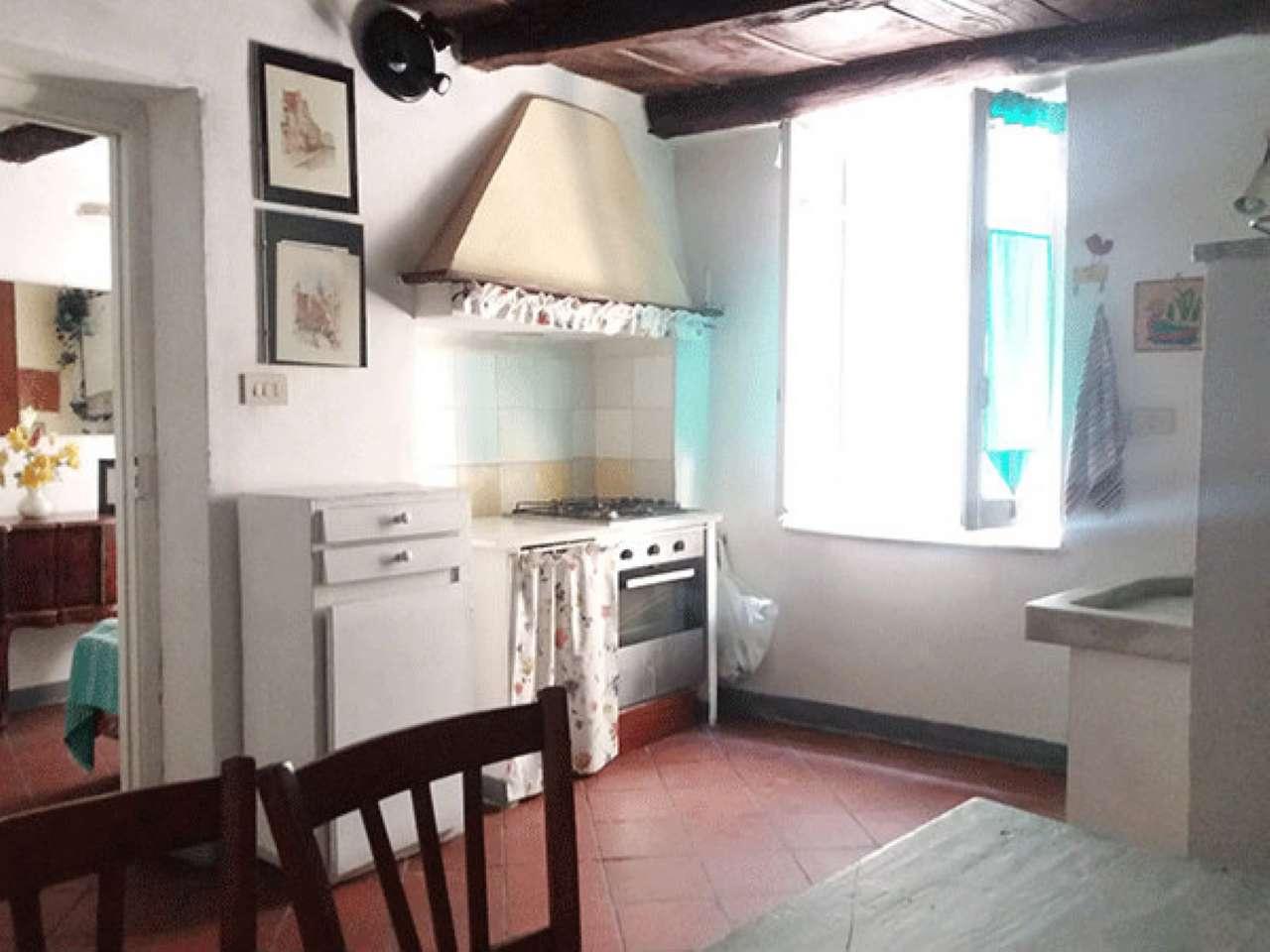 Palazzo / Stabile in vendita a Ovada, 5 locali, prezzo € 85.000 | CambioCasa.it
