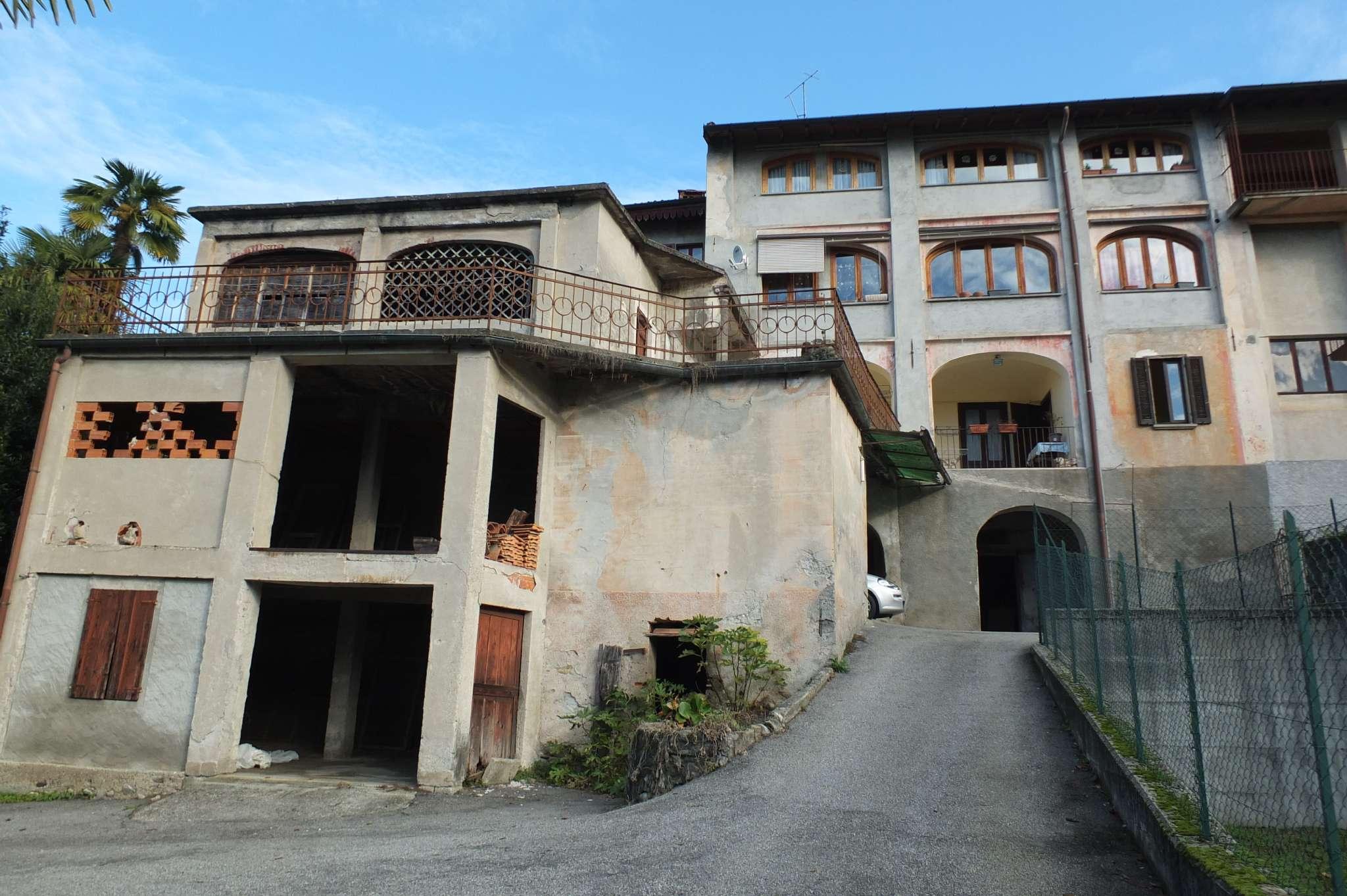 Soluzione Indipendente in vendita a Porto Valtravaglia, 8 locali, prezzo € 245.000 | CambioCasa.it