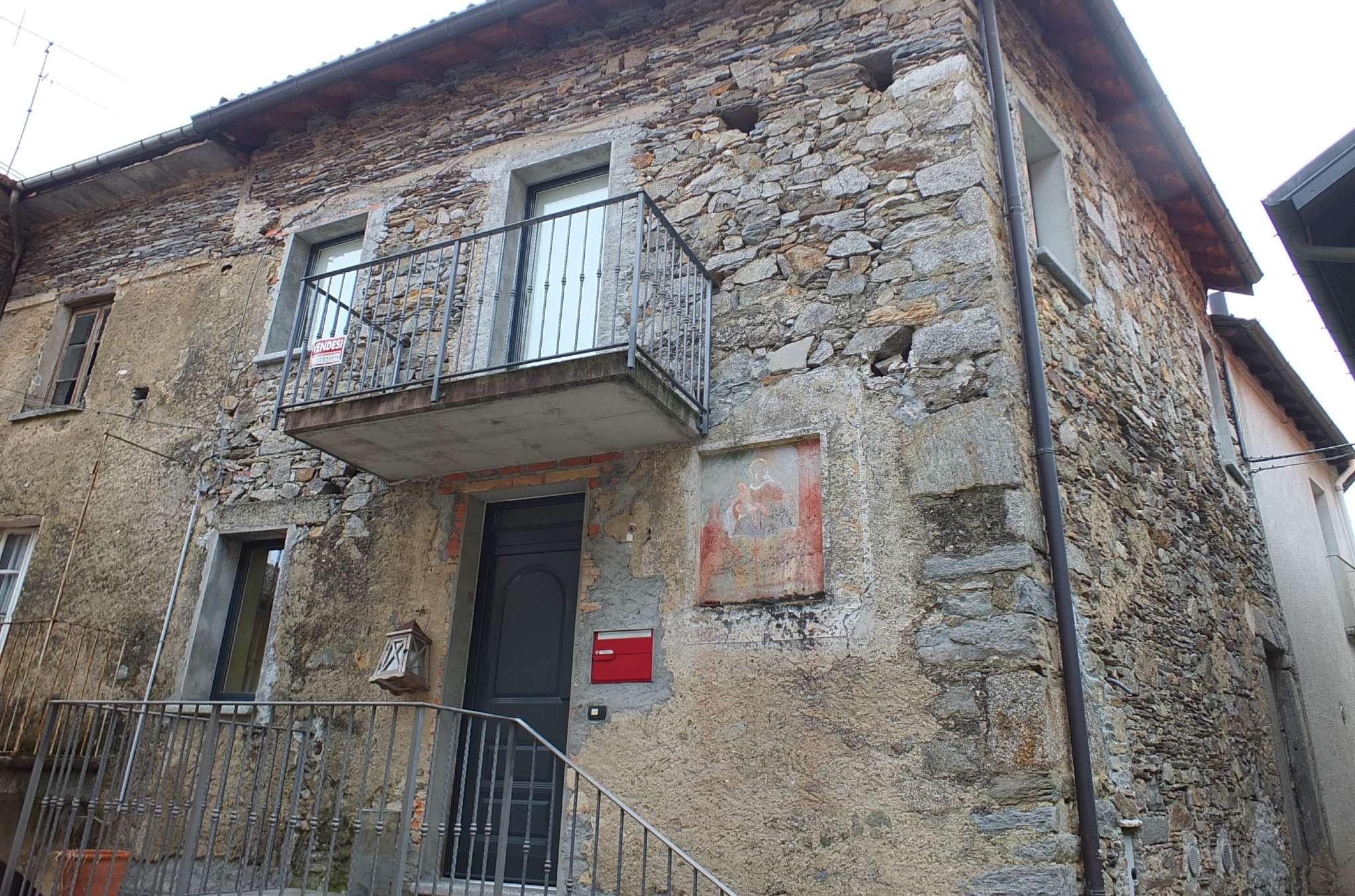 Soluzione Semindipendente in vendita a Maccagno con Pino e Veddasca, 6 locali, prezzo € 140.000   CambioCasa.it