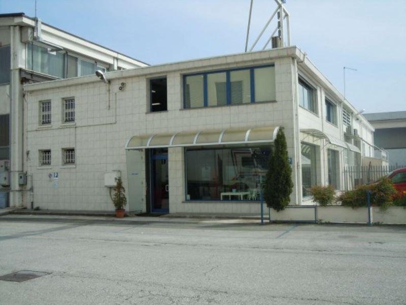 Capannone in vendita a Cuneo, 6 locali, prezzo € 320.000   CambioCasa.it