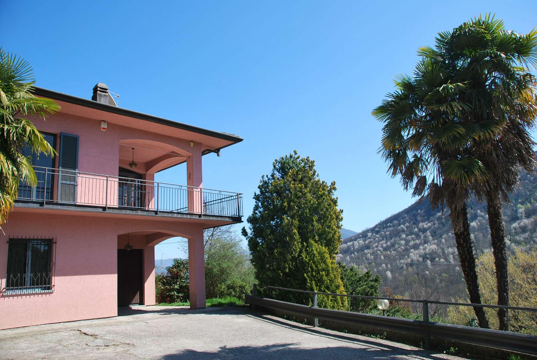 Villa in vendita a Laveno-Mombello, 4 locali, prezzo € 270.000 | CambioCasa.it