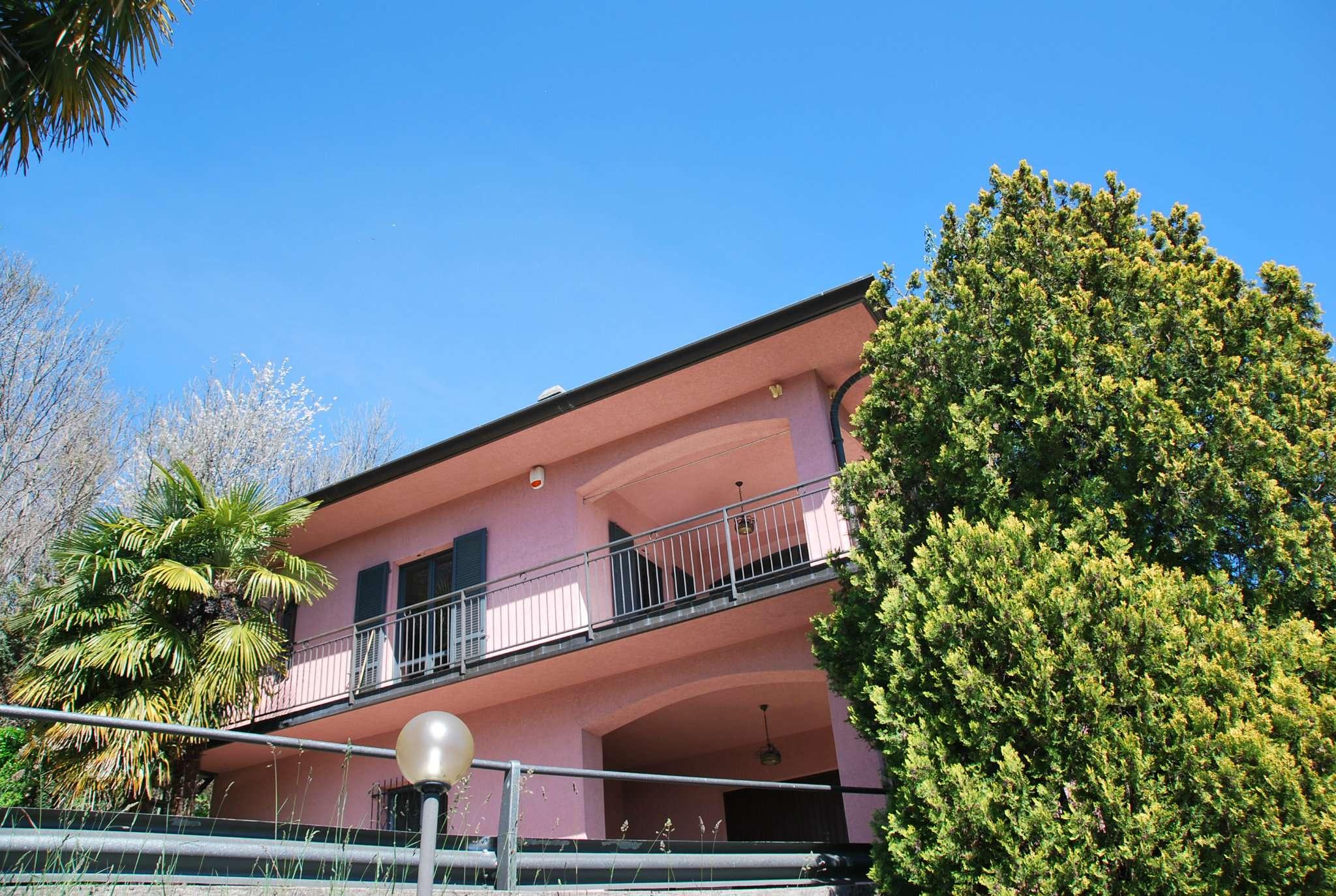 Villa in vendita a Laveno-Mombello, 4 locali, prezzo € 270.000 | PortaleAgenzieImmobiliari.it