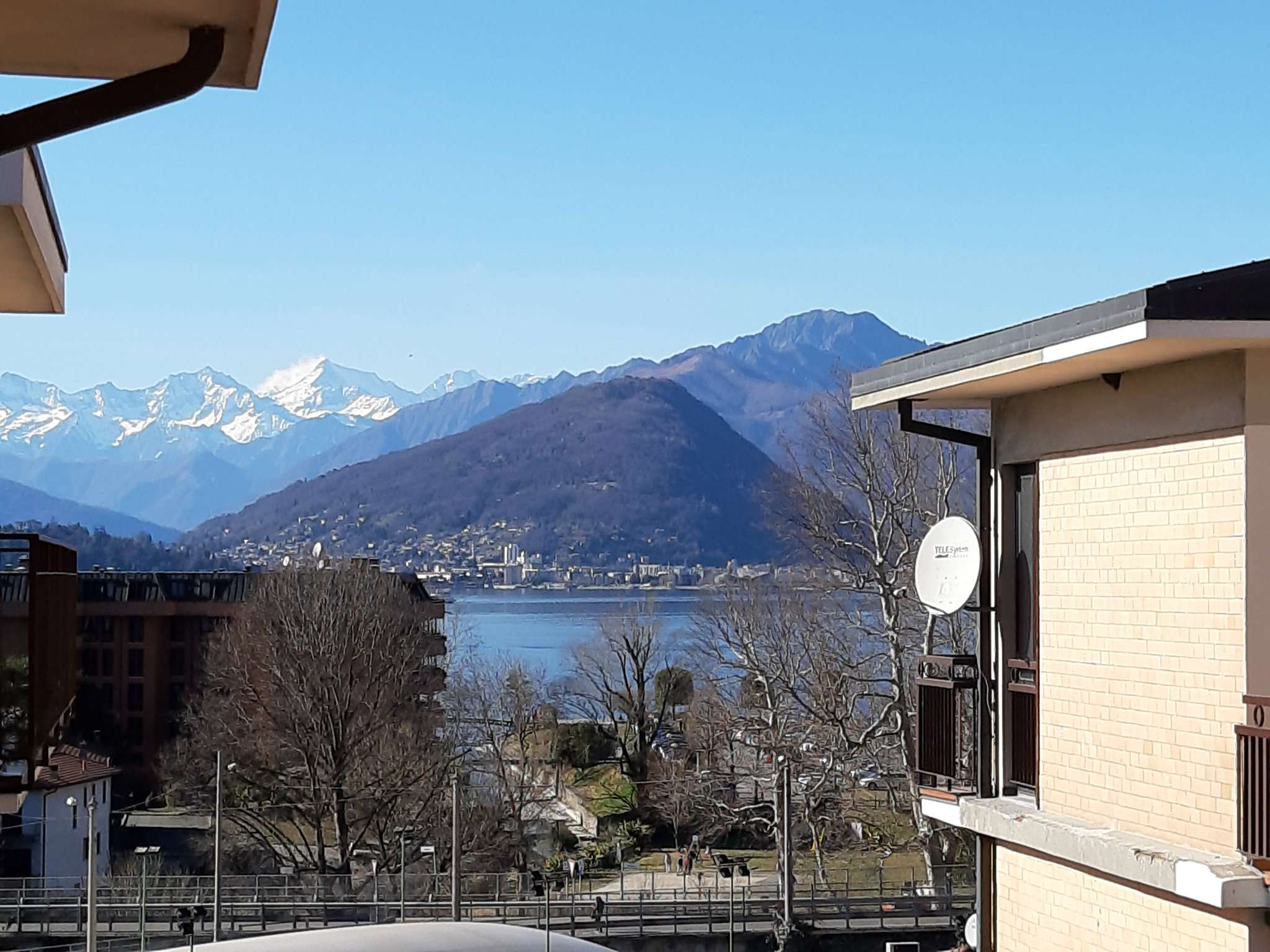 Appartamento in vendita a Laveno-Mombello, 2 locali, prezzo € 76.000 | CambioCasa.it