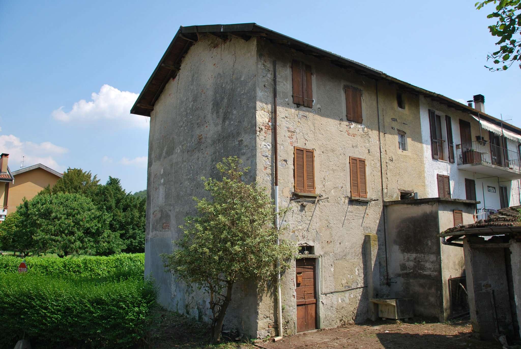 Appartamento in vendita a Laveno-Mombello, 4 locali, prezzo € 50.000 | CambioCasa.it