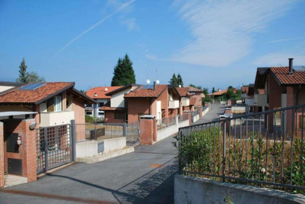 Villa in vendita a Castelveccana, 4 locali, prezzo € 260.000 | CambioCasa.it