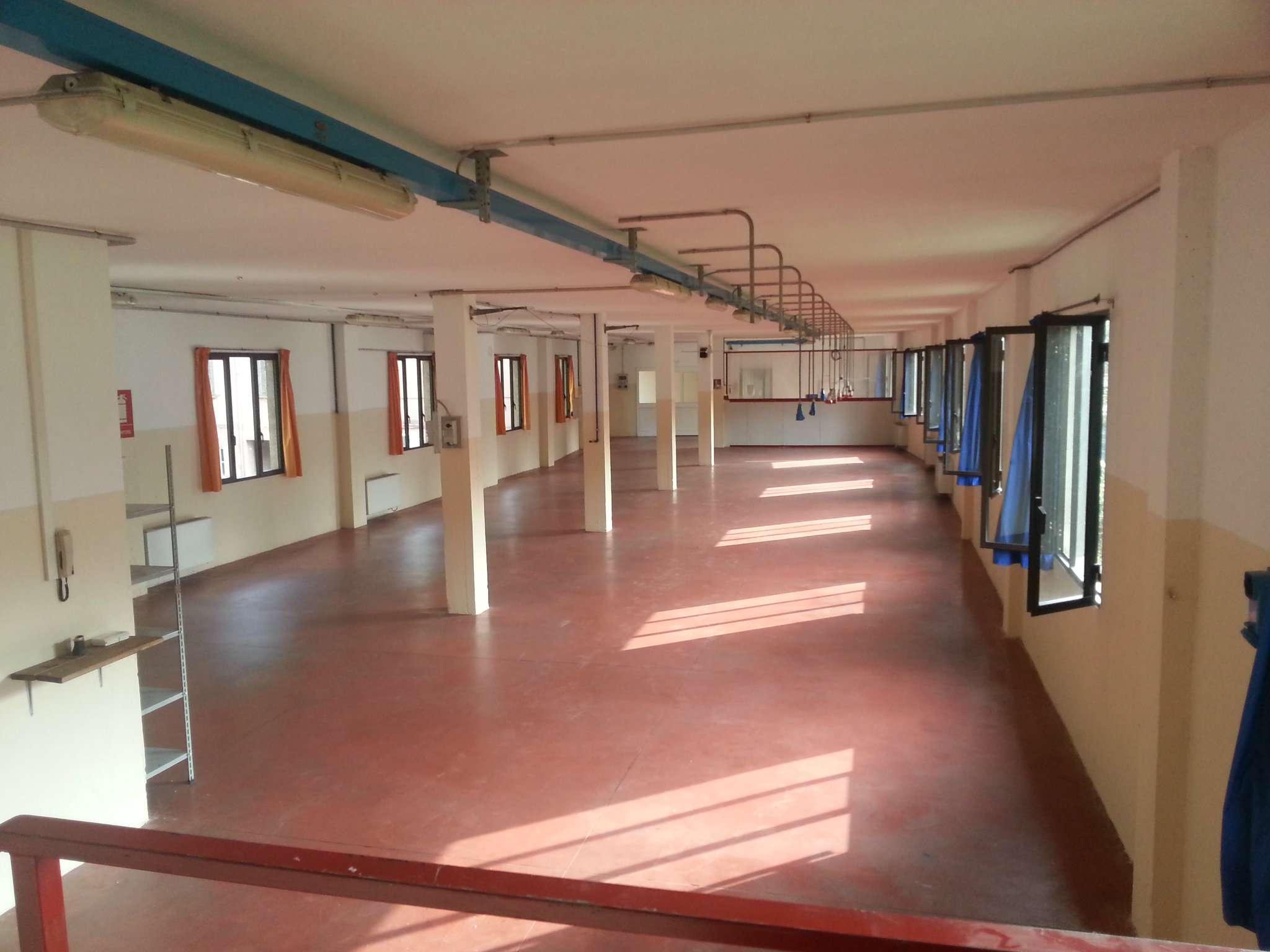 Laboratorio in vendita a Lonate Ceppino, 3 locali, prezzo € 175.000 | CambioCasa.it