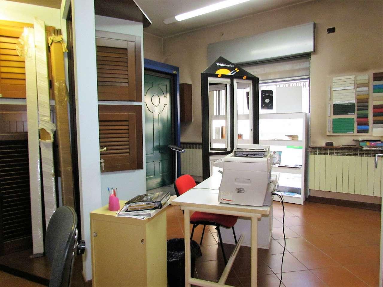 Negozio / Locale in vendita a Tradate, 3 locali, prezzo € 135.000 | CambioCasa.it