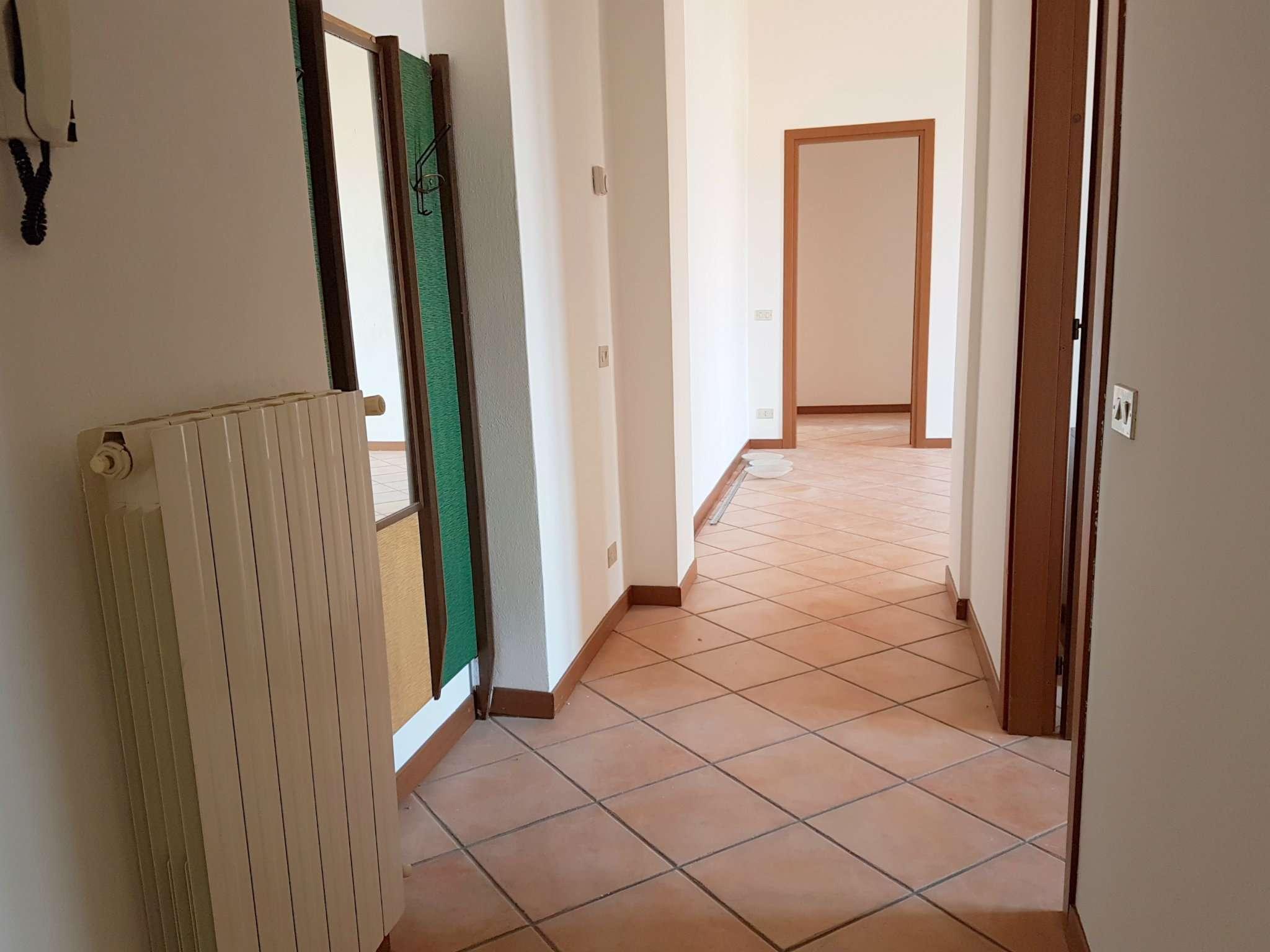 Appartamento in affitto a Tradate, 2 locali, prezzo € 400 | CambioCasa.it