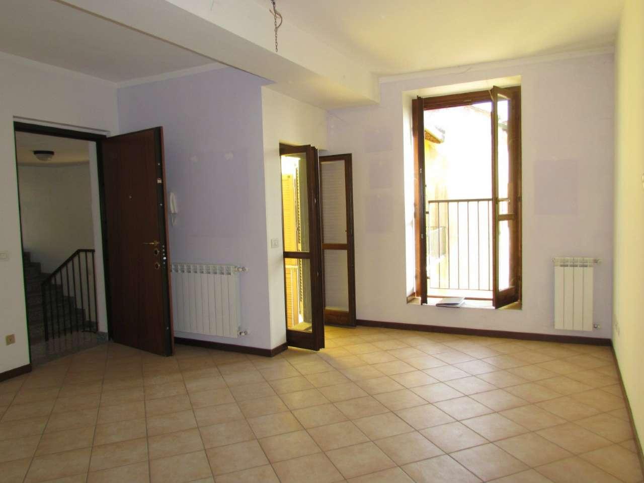 Appartamento in affitto a Lonate Ceppino, 2 locali, prezzo € 450 | CambioCasa.it