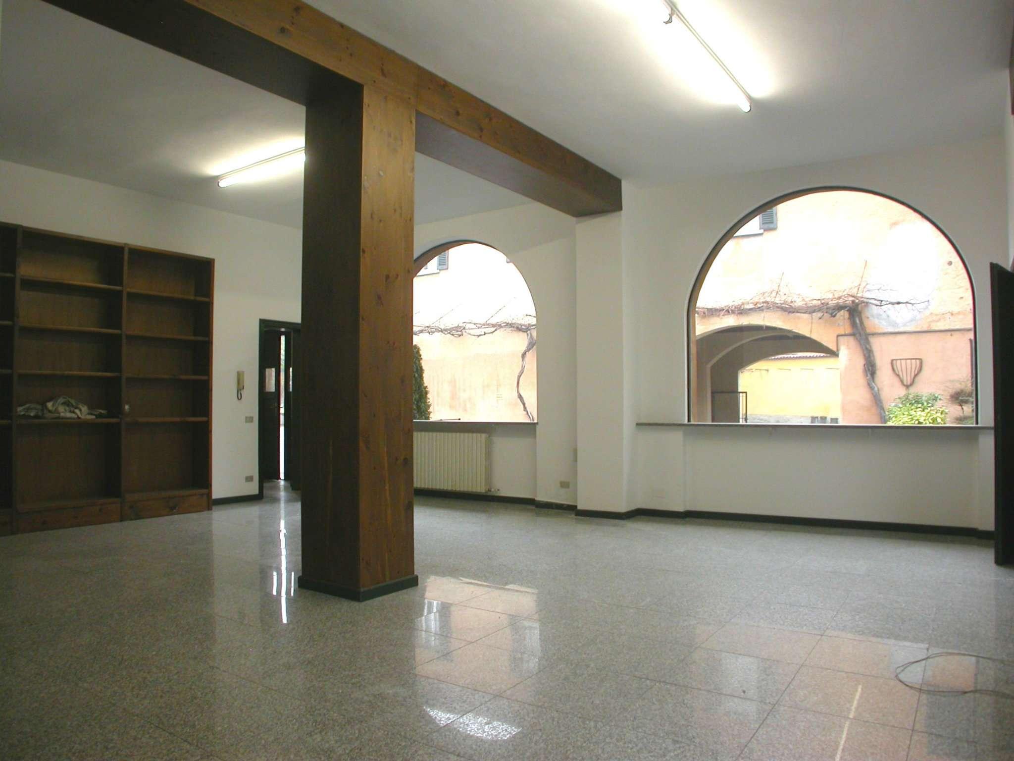 Ufficio / Studio in affitto a Tradate, 3 locali, prezzo € 1.250 | CambioCasa.it