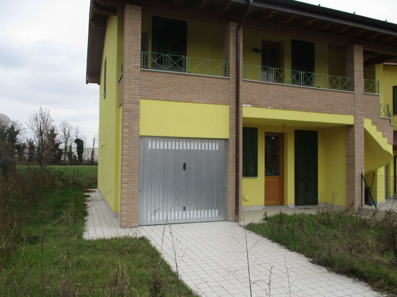 Villa in vendita a Romano di Lombardia, 3 locali, prezzo € 145.000   CambioCasa.it