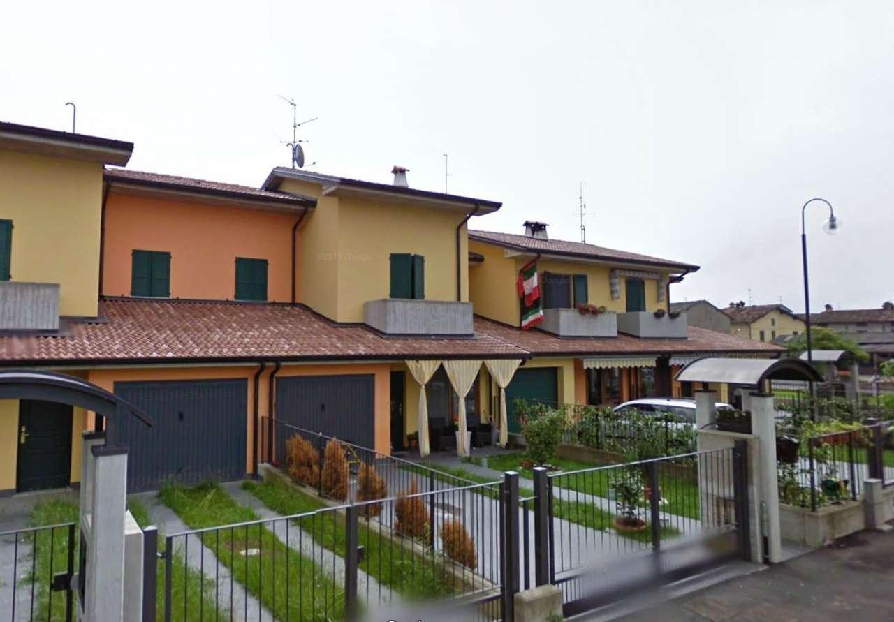 Villa in vendita a Romano di Lombardia, 4 locali, prezzo € 156.000   CambioCasa.it