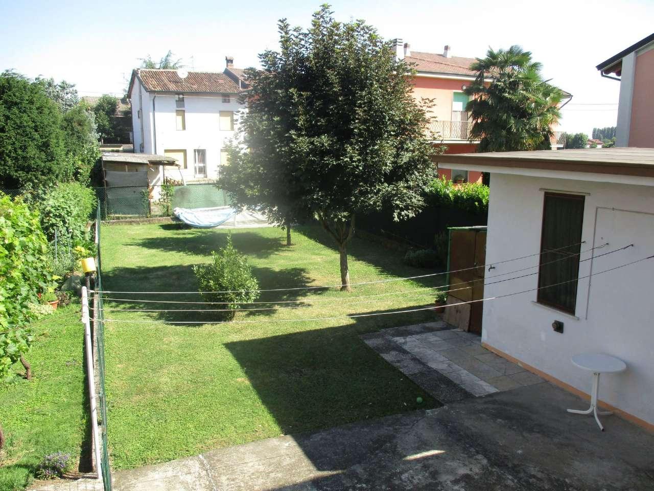 Villa a Schiera in vendita a Misano di Gera d'Adda, 5 locali, prezzo € 150.000 | CambioCasa.it
