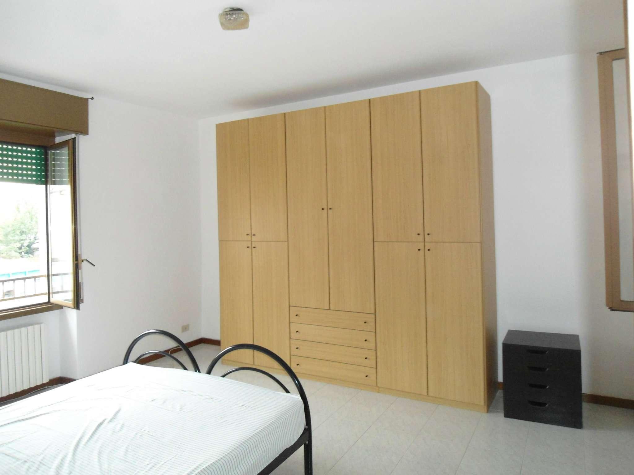 Appartamento in buone condizioni arredato in affitto Rif. 7189409
