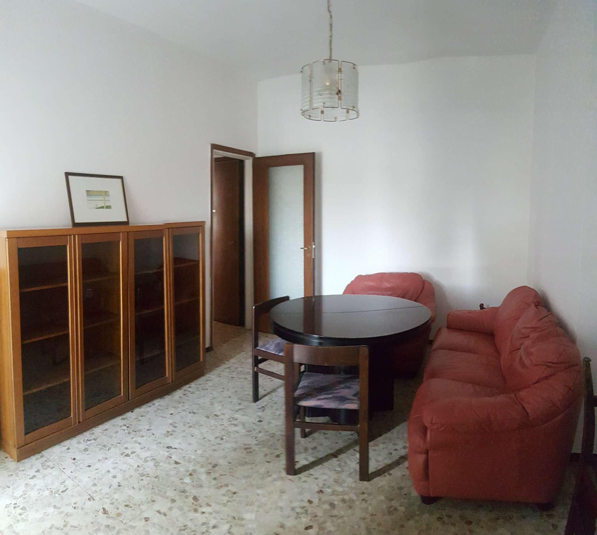 Appartamento in buone condizioni arredato in affitto Rif. 7217439