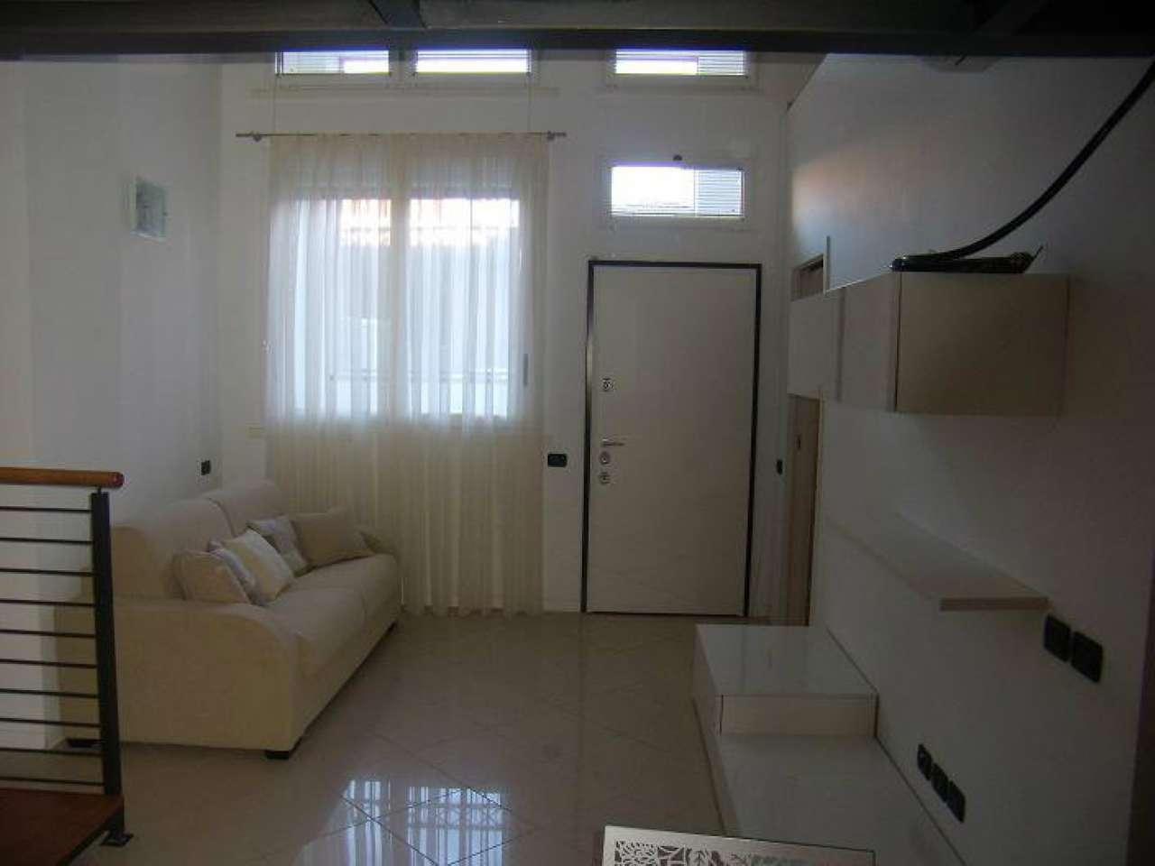 Appartamento in buone condizioni arredato in affitto Rif. 7349356