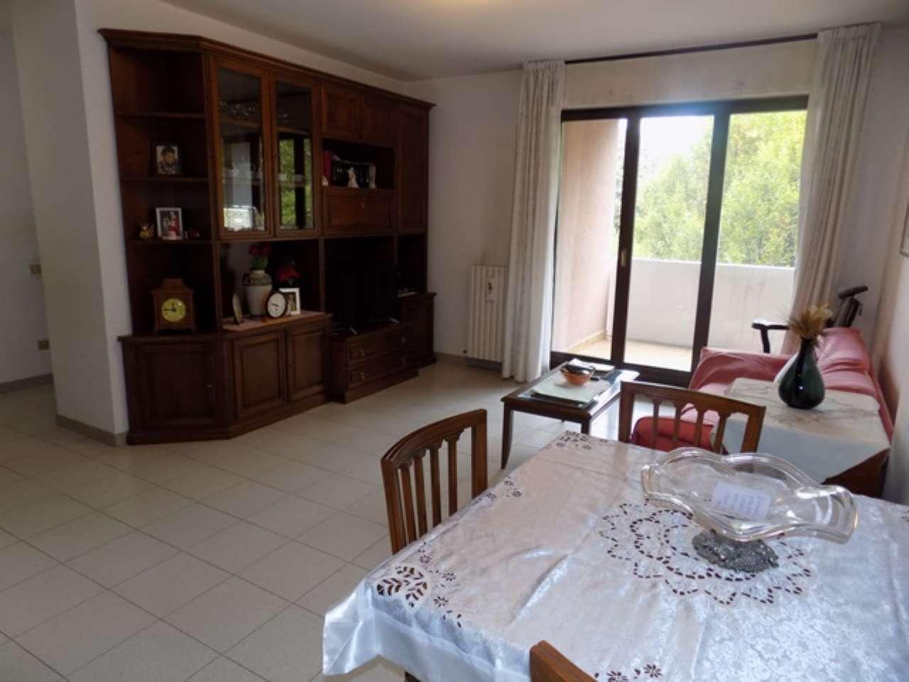 Appartamento in vendita a Senago, 3 locali, prezzo € 186.000 | CambioCasa.it