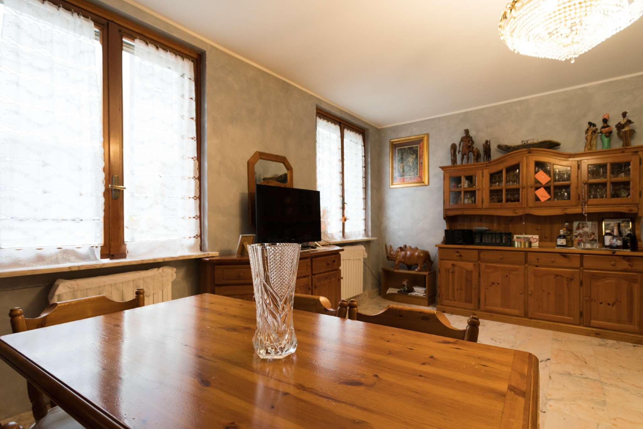 Appartamento in ottime condizioni in vendita Rif. 7911162