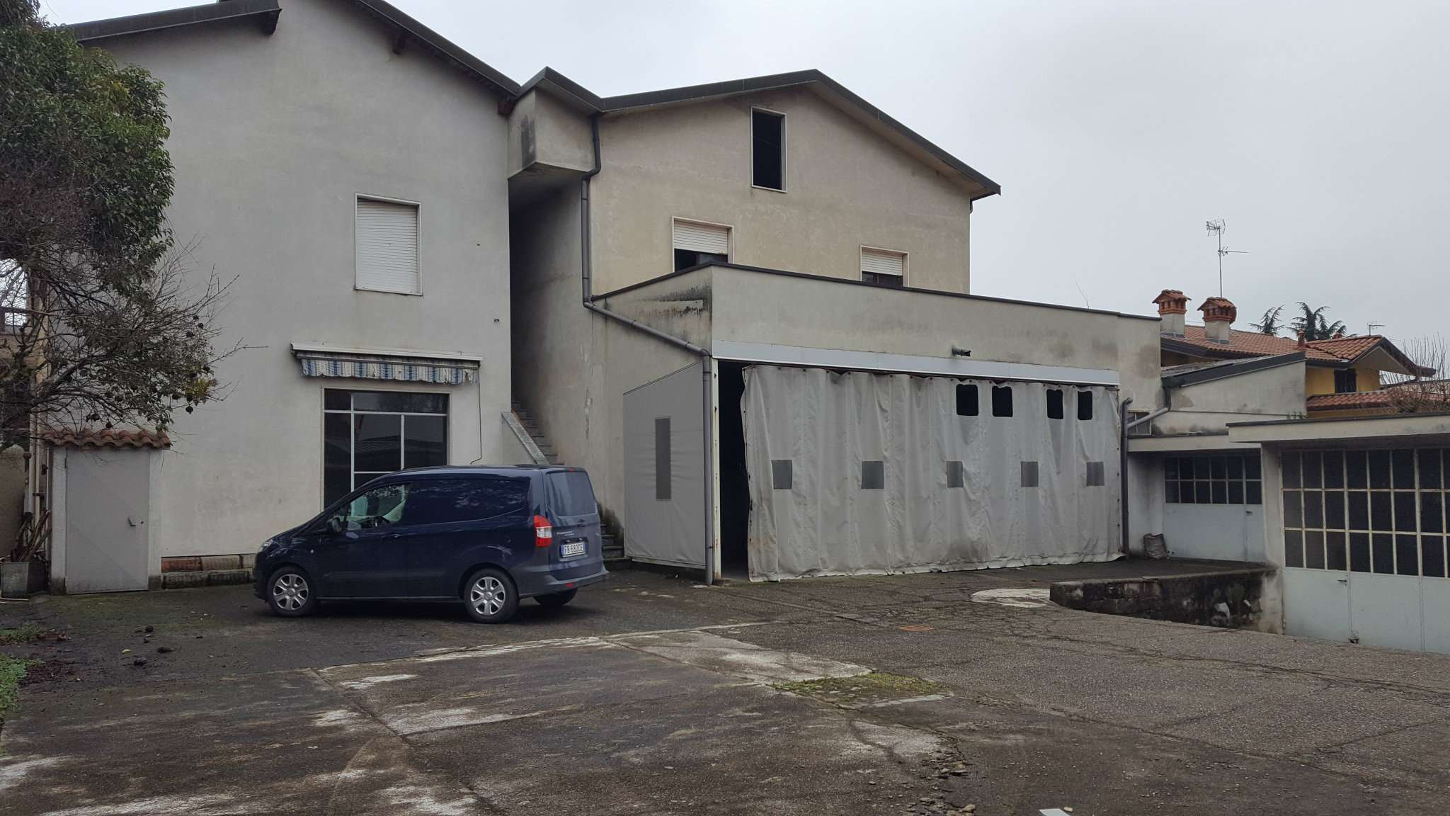 Appartamento da ristrutturare in vendita Rif. 5932301