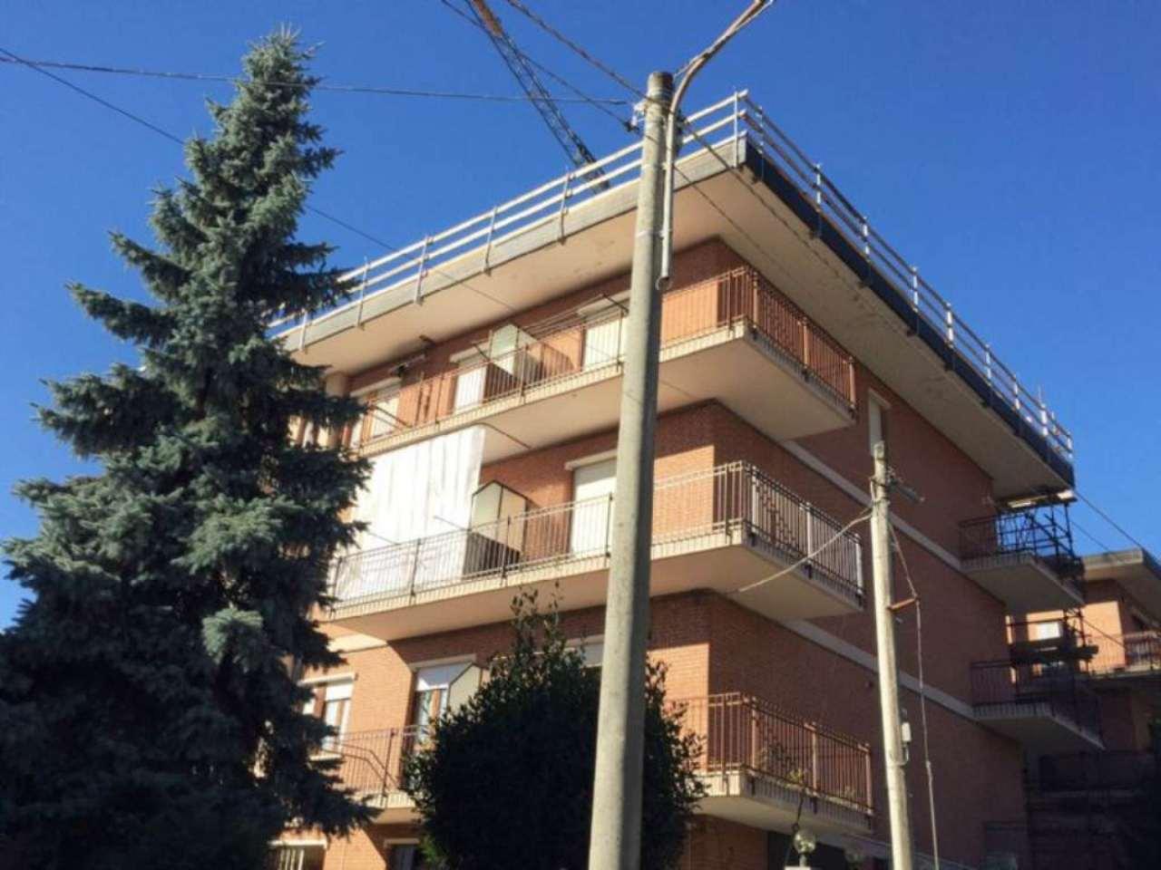 Appartamento in buone condizioni in vendita Rif. 9437312