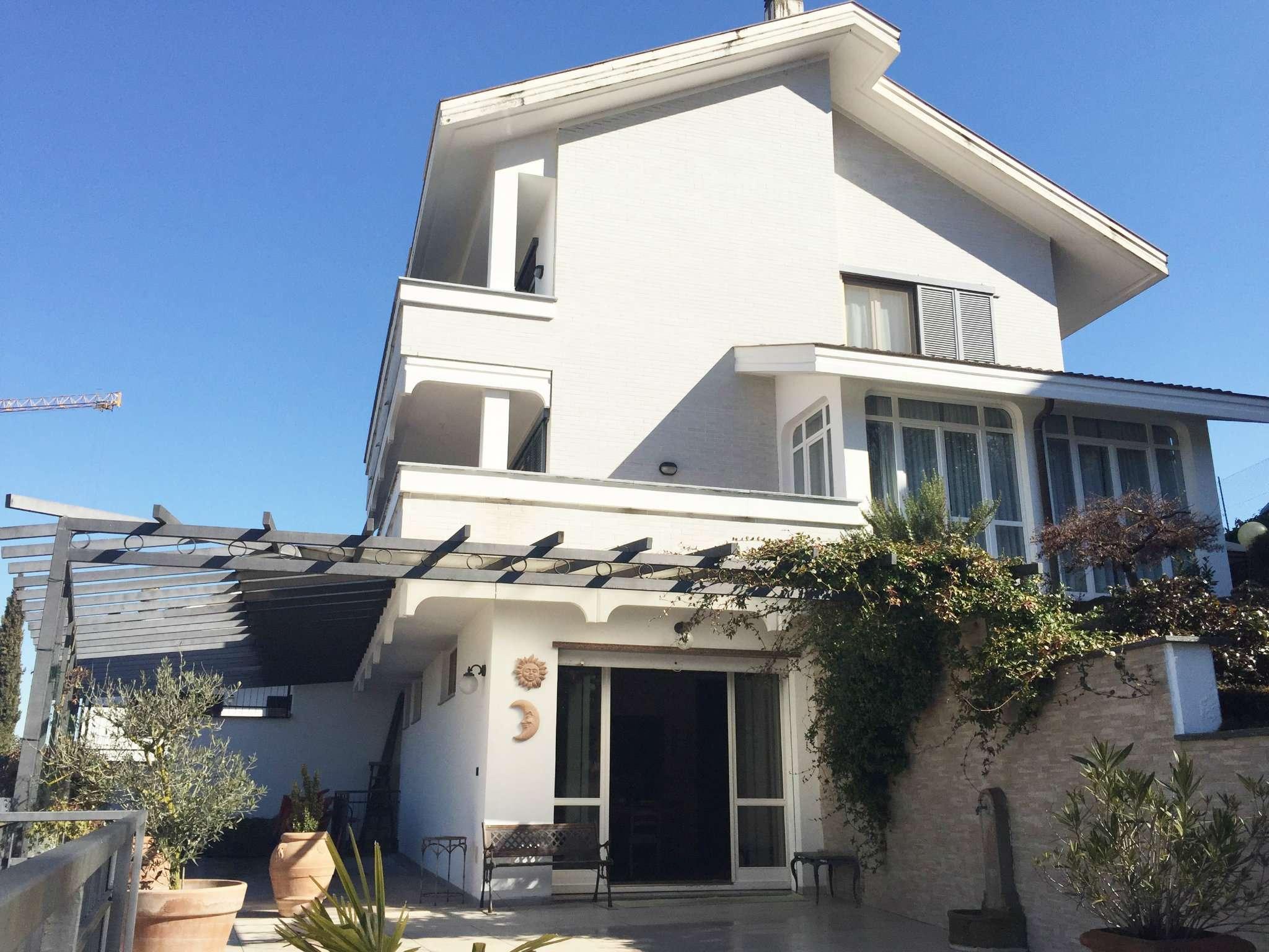 Villa in ottime condizioni in vendita Rif. 9437313
