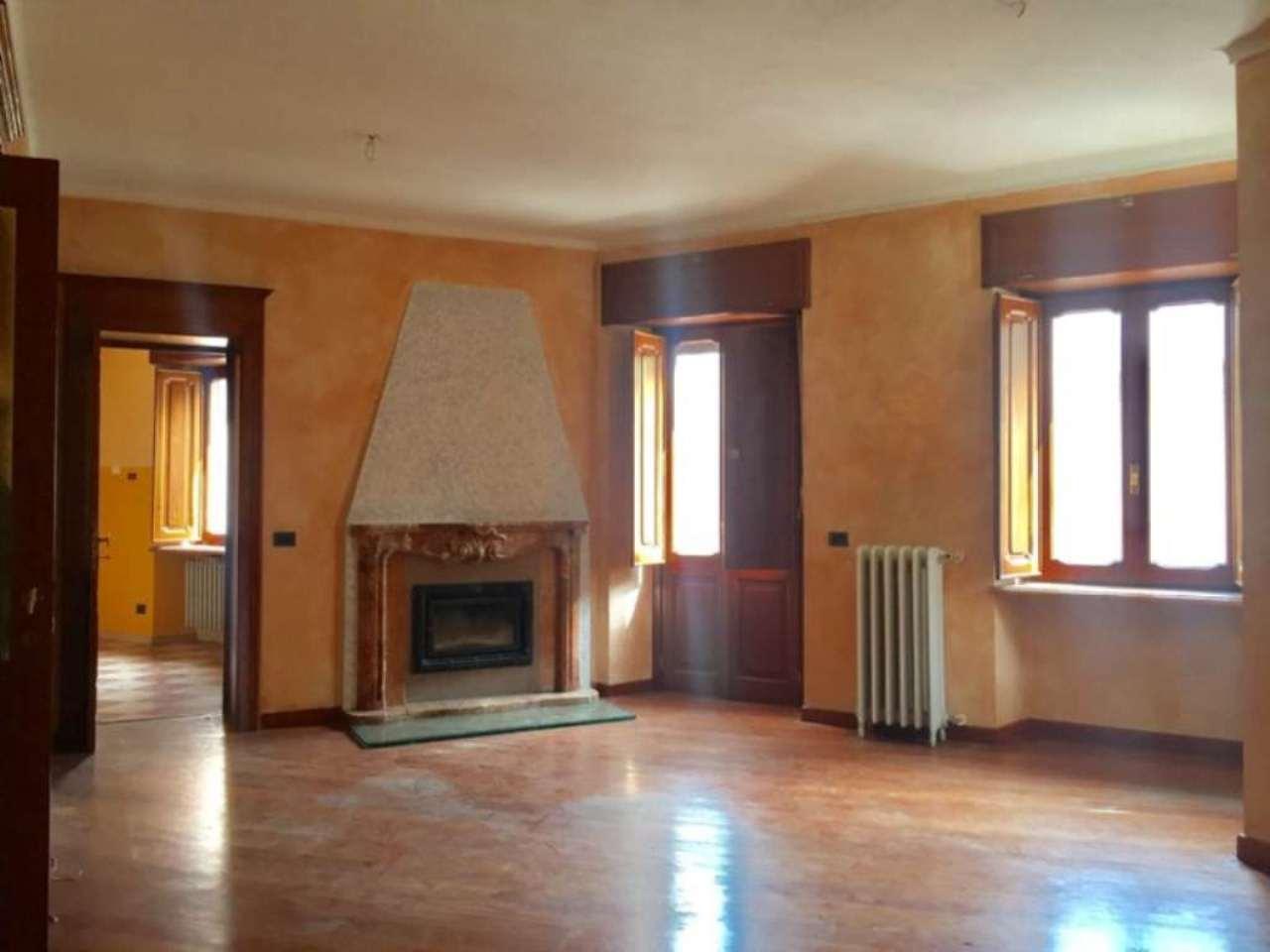 Appartamento in affitto a Pont-Canavese, 4 locali, prezzo € 350   CambioCasa.it