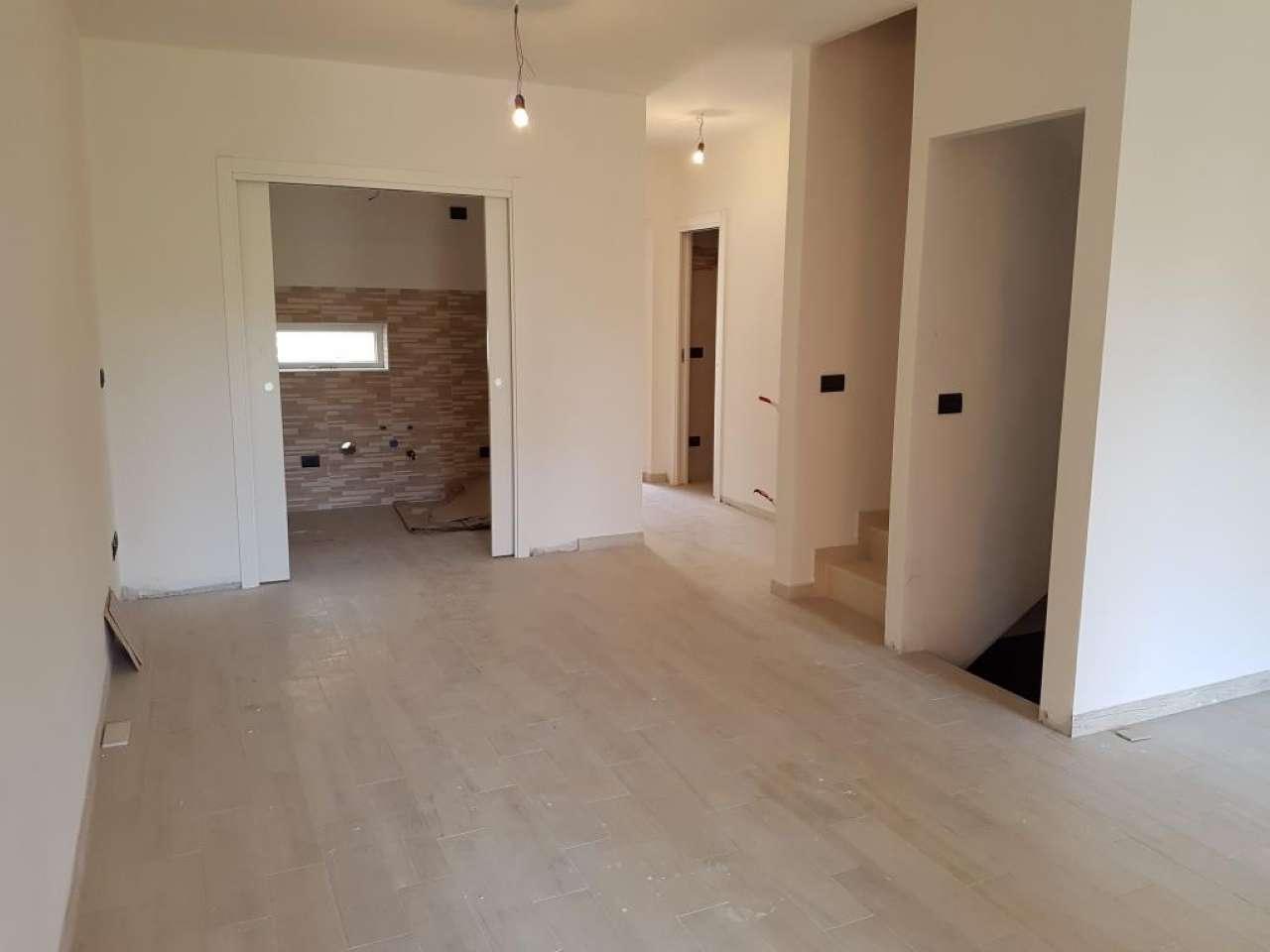 Palazzo / Stabile in vendita a Arcola, 6 locali, prezzo € 300.000 | PortaleAgenzieImmobiliari.it