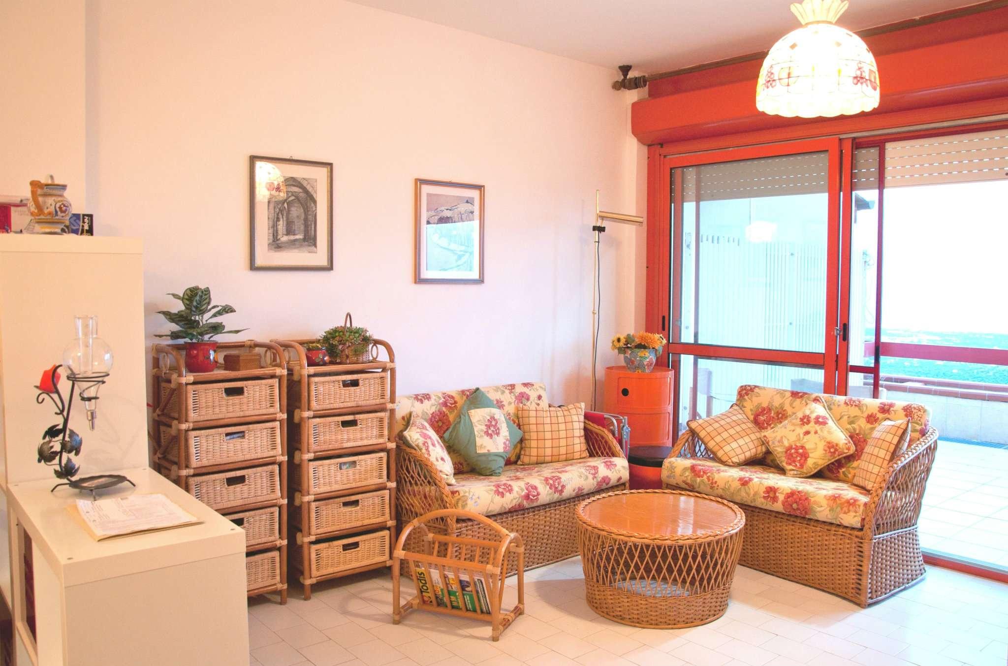 Appartamento in ottime condizioni arredato in vendita Rif. 7947959